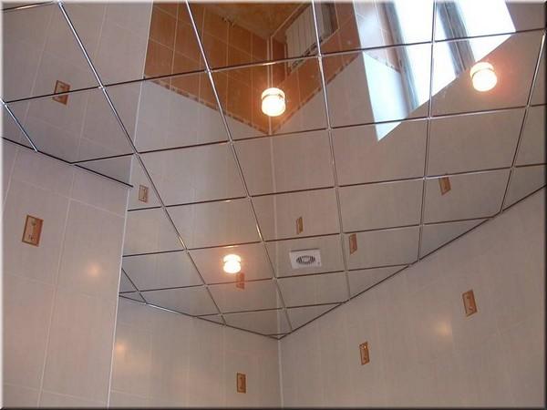 какой потолок выбрать в ванной зеркальный