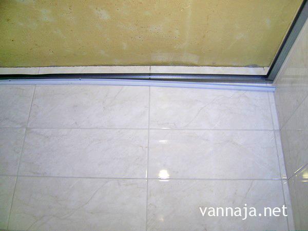 как сделать пластиковый потолок в ванной монтаж стартовой полосы фото