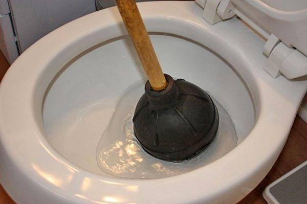 как прочистить канализацию вантузом фото