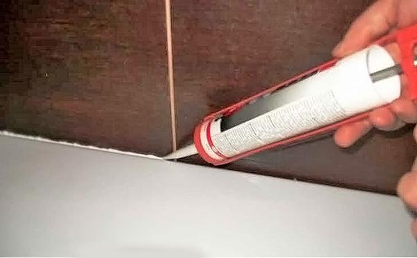 как установить ванну к стене фото