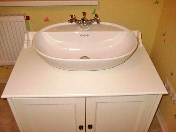 как установить мойдодыр в ванной