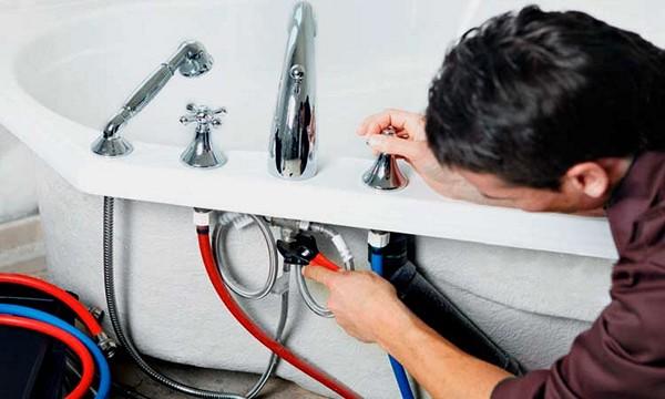монтаж смесителя для ванной своими руками фото
