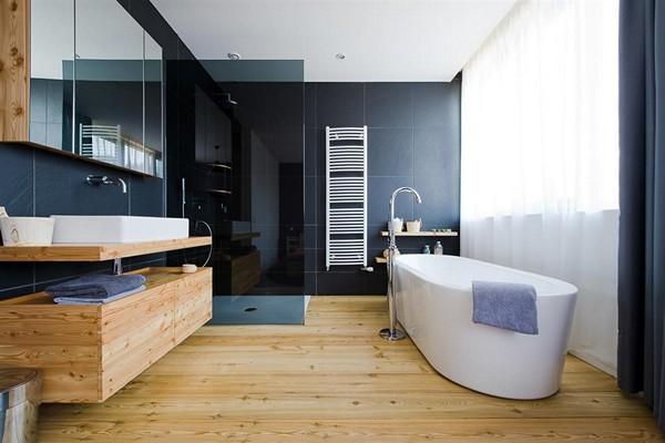 деревянный пол в ванной фото