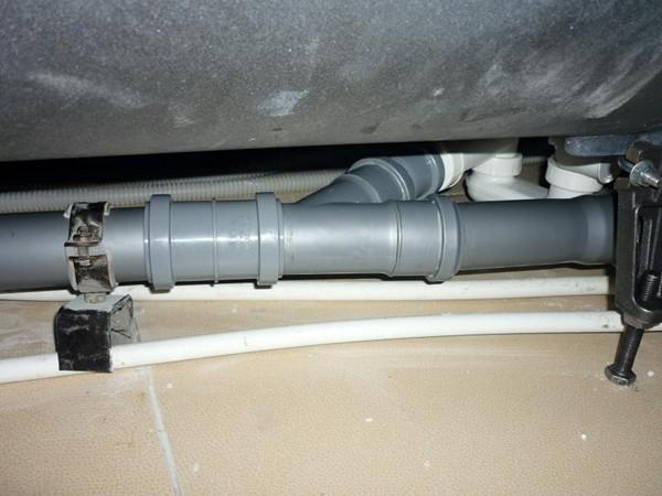 монтаж канализации из пластиковых труб фото