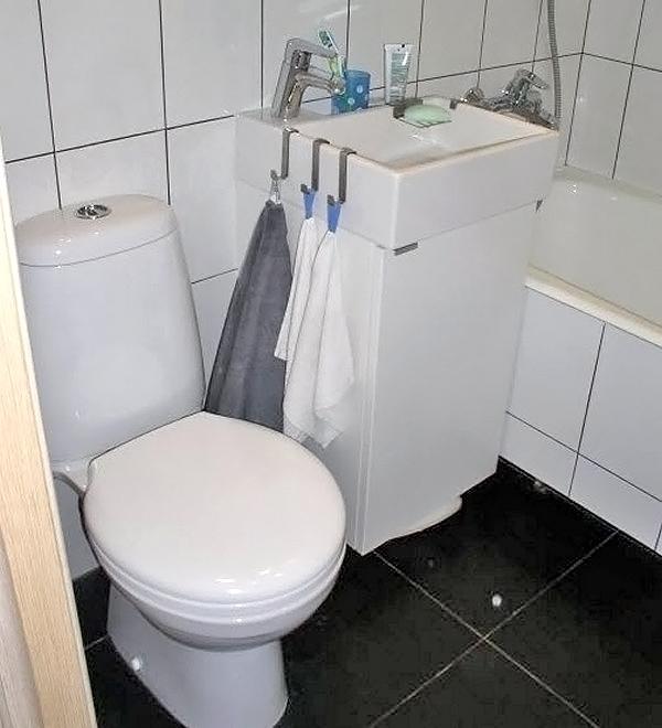 черный пол в интерьере маленькой ванной фото