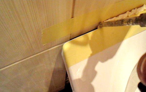 как заделать стык между ванной и стеной фото