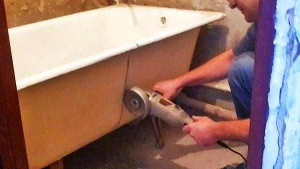 демонтаж ванны с помощью болгарки фото