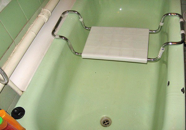 Сиденье для ванны: назначение, разновидности и критерии выбора