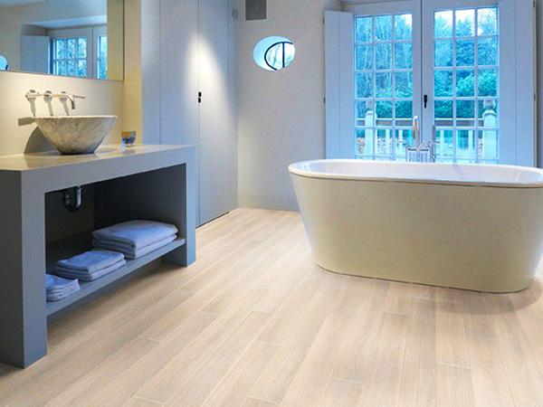 водостойкий ламинат для ванной фото
