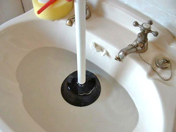 Чистка канализации: приспособления и доступные технологии очистки труб