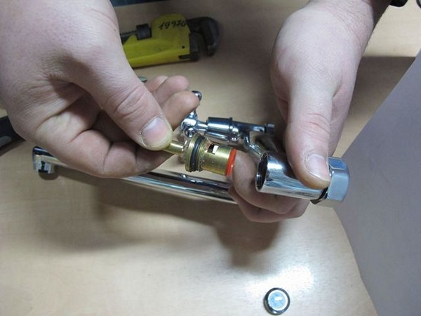 как отремонтировать смеситель для ванной фото