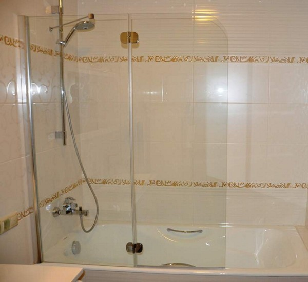 Стеклянная перегородка для ванной: виды, преимущества и изготовление своими руками