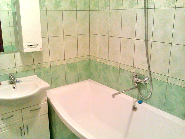 отделка керамической плиткой ванной комнаты фото