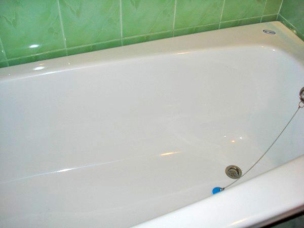 Вкладыш в ванну: преимущества, как выбрать и как установить своими руками