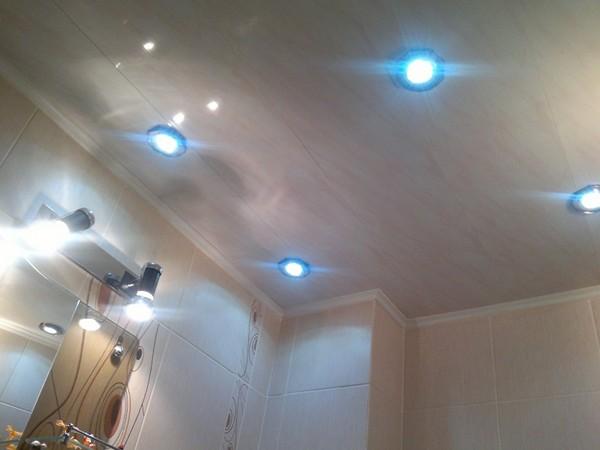 влагозащищенные потолочные светильники для ванной
