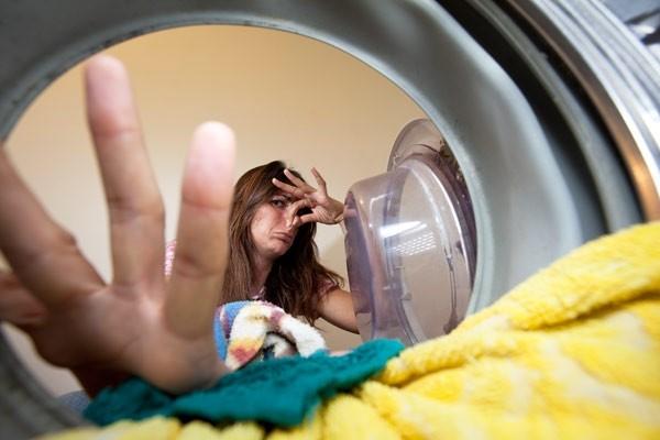 неприятный запах из стиральной машины фото