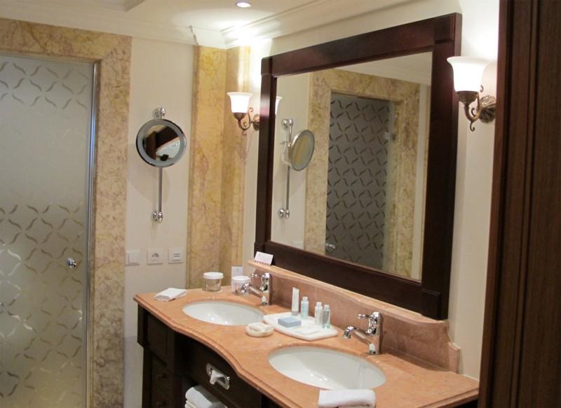 точечные светильники в ванную фото