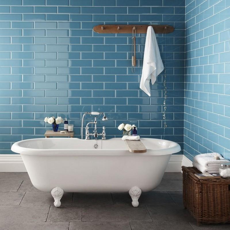 голубая ванная в стиле ретро фото