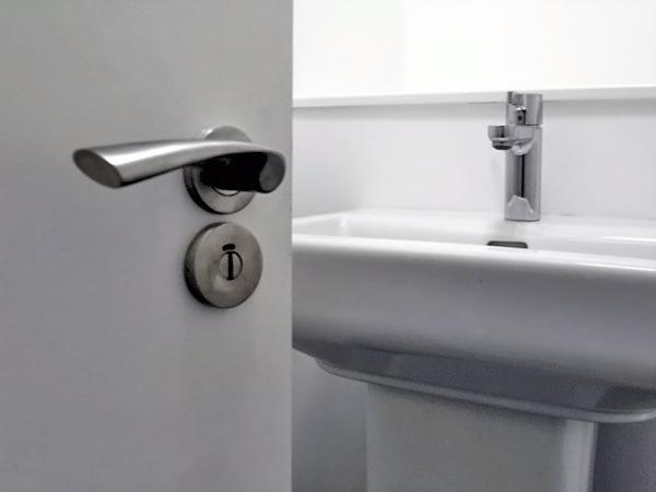 установка дверей в ванной комнате нюансы работ