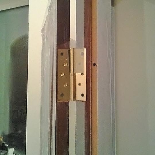 как производится установка дверей в ванной фото