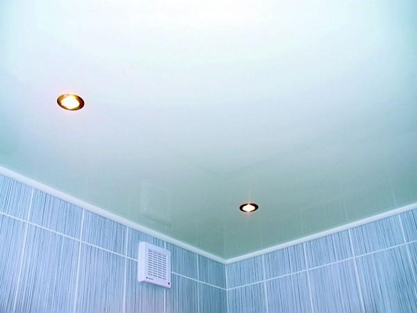 какой потолок сделать в ванной выбираем материал