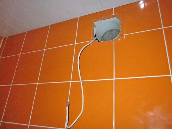 как сделать принудительную вентиляцию в ванной фото
