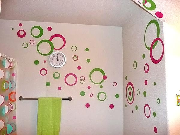 Покраска стен в ванной: выбор краски и
