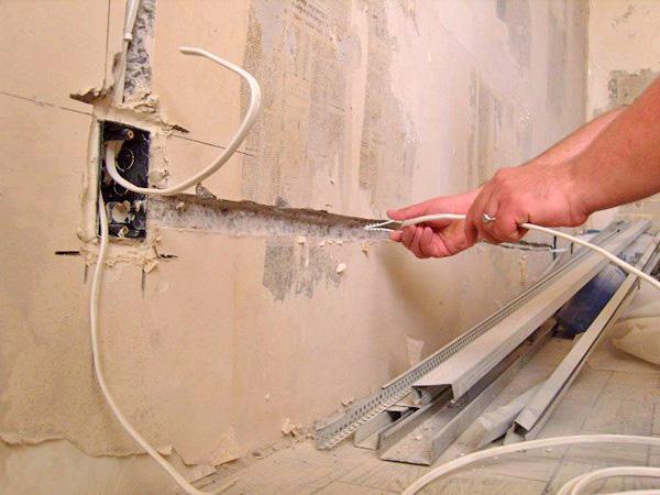 установка розетки в ванной комнате фото