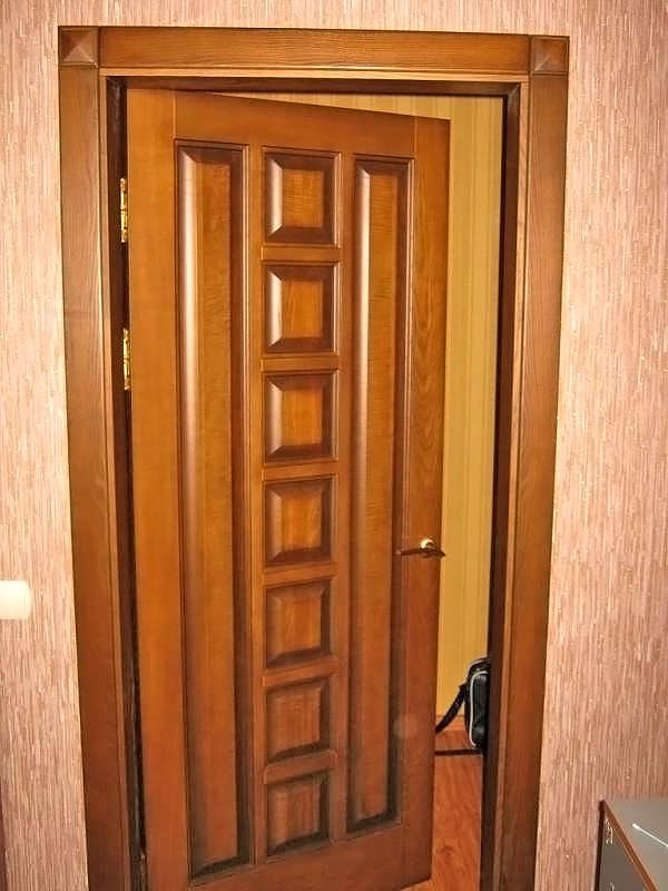 деревянные двери для ванной комнаты фото