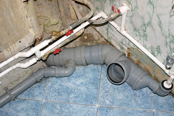 монтаж пластиковых труб канализации своими руками фото