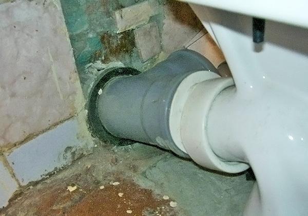 соединение труб канализации с сантехприборами фото