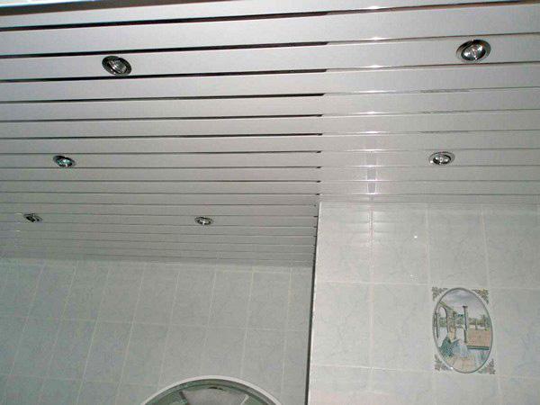 подвесной потолок в ванной фото