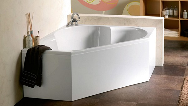 преимущества угловых ванн