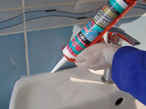 герметик санитарный для ванной фото