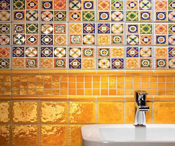 комбинированный вариант укладки кафеля в ванной фото