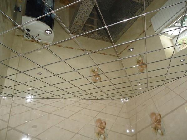 кассетный зеркальный потолок в ванной фото