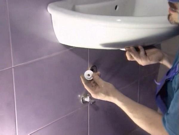 бюджетный ремонт ванной: установка сантехники