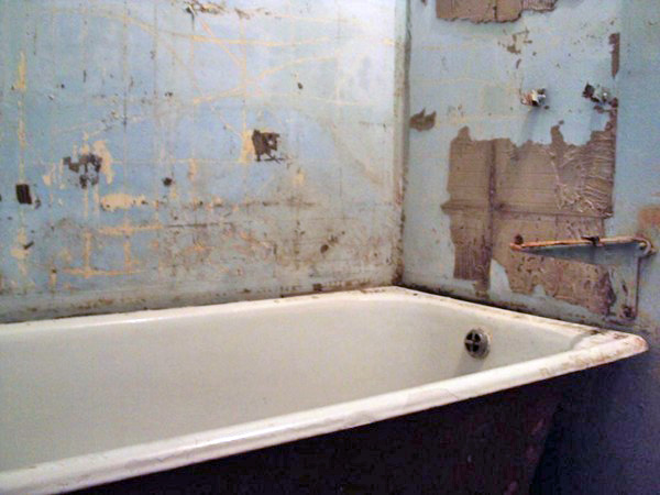 дешевый ремонт в ванной: демонтажные работы