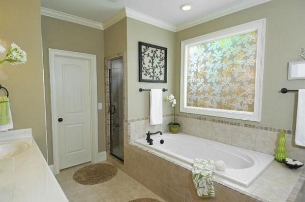 как оформить окно в ванной фото