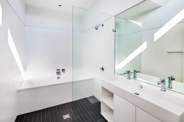 дизайн ванной комнаты в белом цвете фото